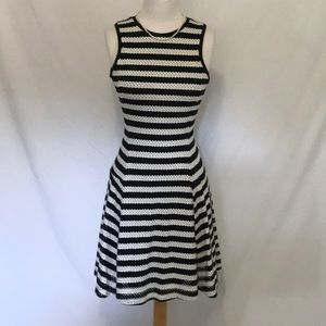 Banana Republic Black & white dress size 0